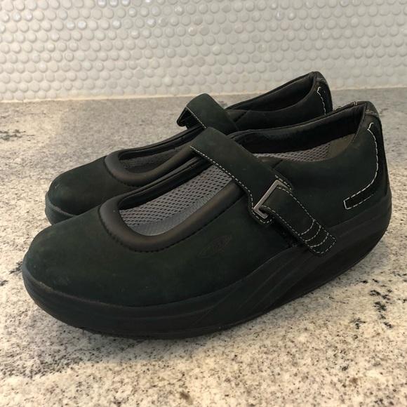 b37f823af026 MBT Kaya walking toning shoe black leather 7.5. M 5bae7fbad6716af26c5bfd0a